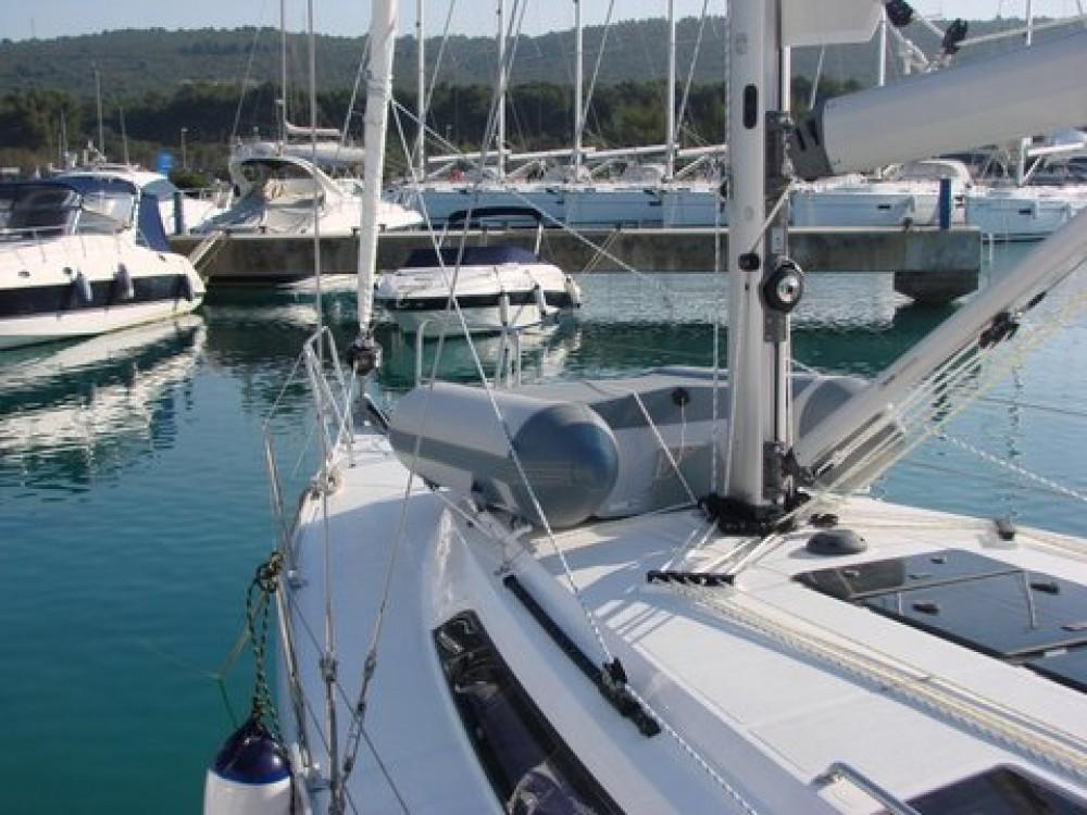 Rental Sailboat in Općina Sukošan - Bavaria Cruiser 37