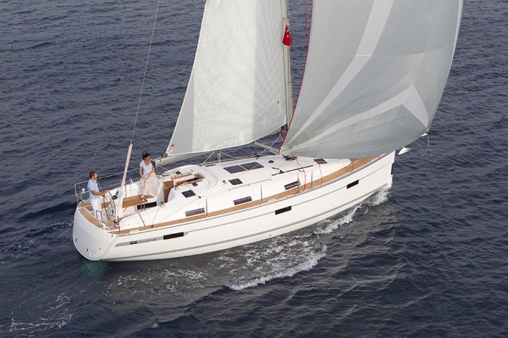 Rental yacht Kalkara - Bavaria Cruiser 36 on SamBoat