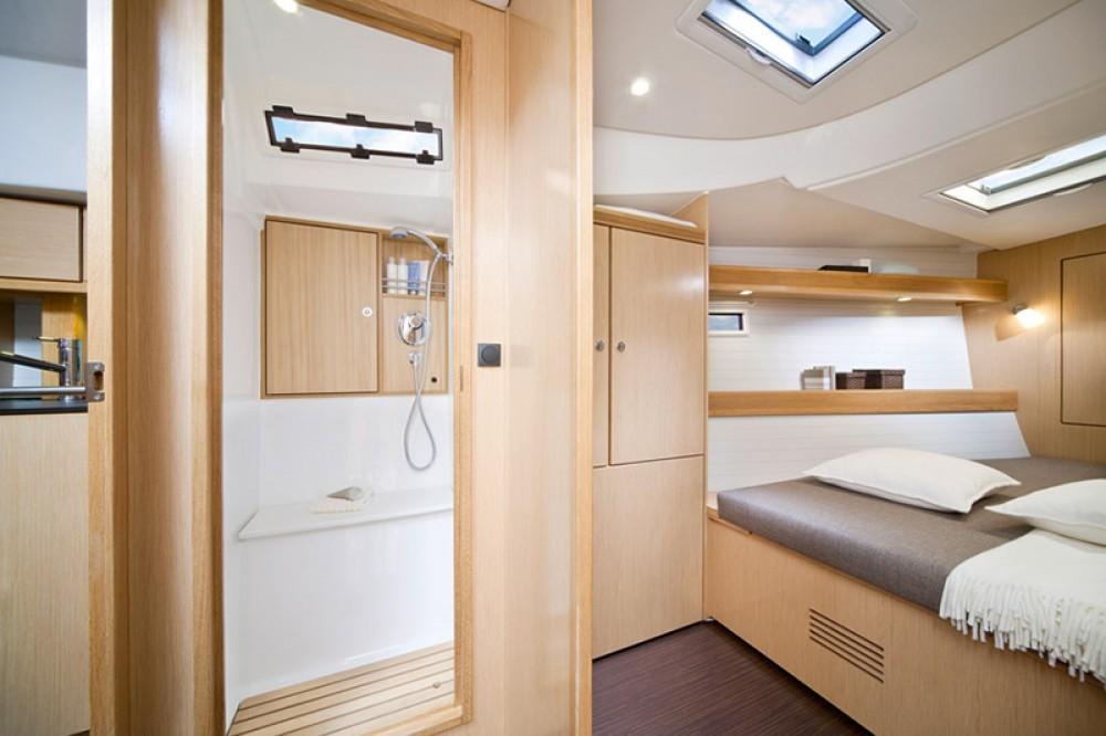 Rental yacht  - Bavaria Cruiser 45 on SamBoat