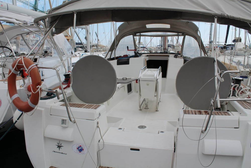 Rental Sailboat Jeanneau with a permit