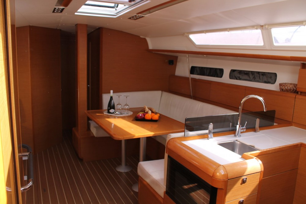Rental yacht Furnari - Jeanneau Sun Odyssey 439 on SamBoat