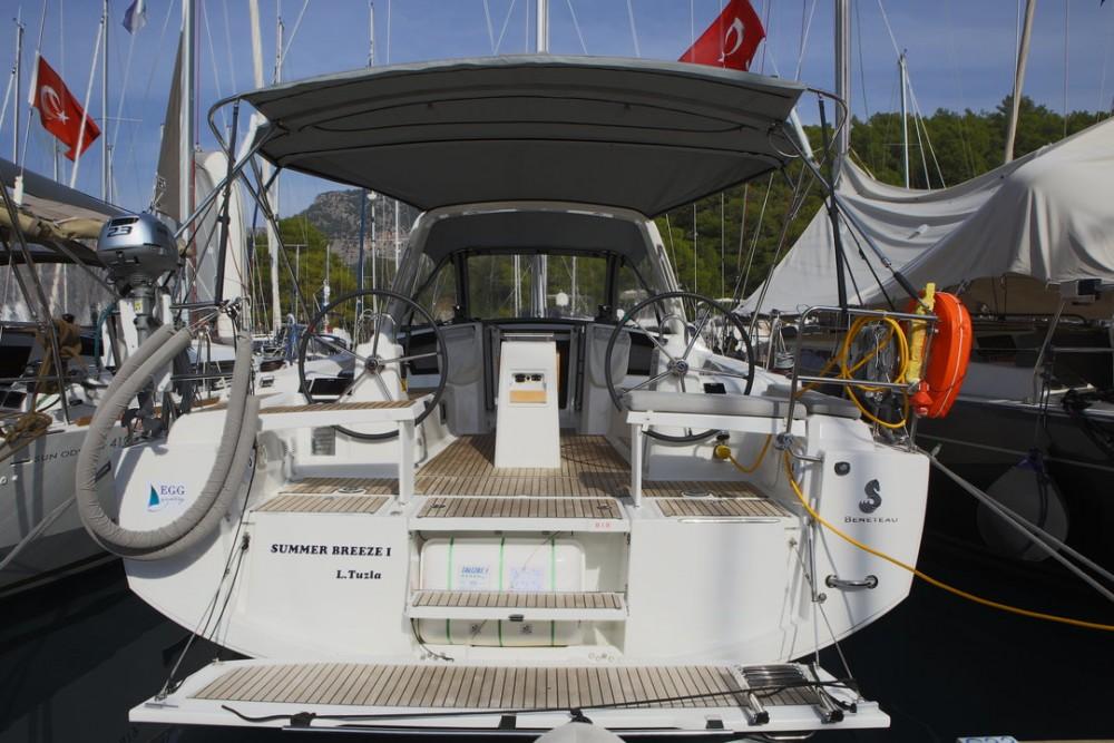 Boat rental Bénéteau Oceanis 38.1 - 2 cab. in Göcek on Samboat