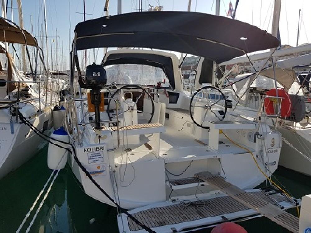 Rental Sailboat in Trogir - Bénéteau Oceanis 35.1