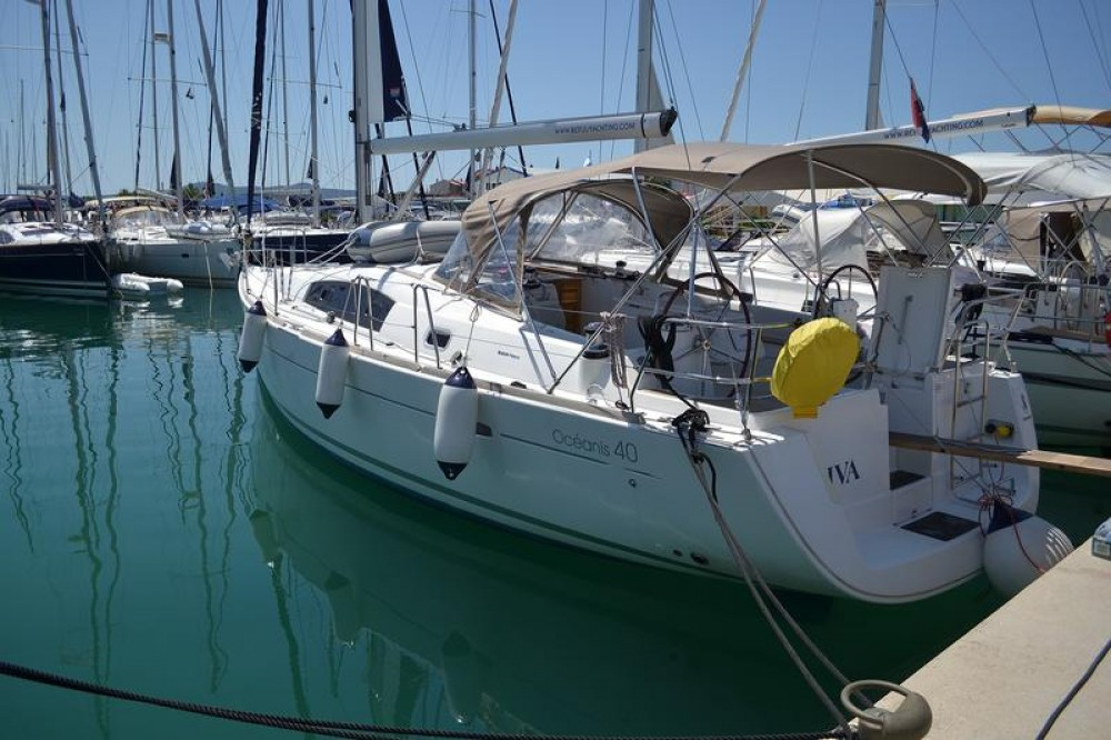 Boat rental Bénéteau Oceanis 40 in Općina Sukošan on Samboat