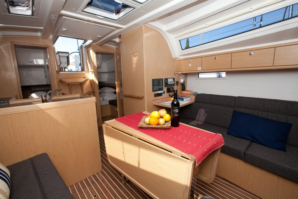 Bavaria Bavaria Cruiser 37 - 3 cab. between personal and professional
