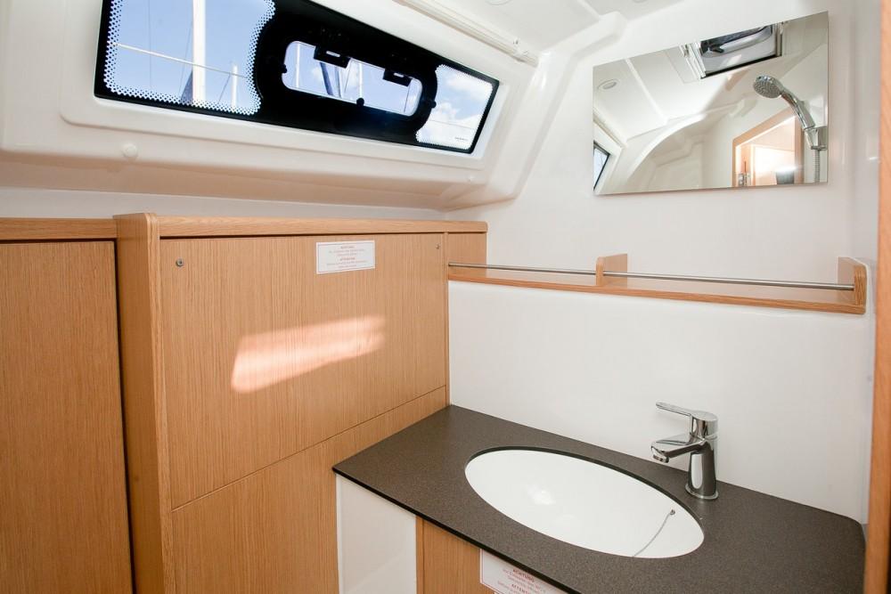 Rent a Bavaria Bavaria Cruiser 37 - 3 cab. Grad Zadar