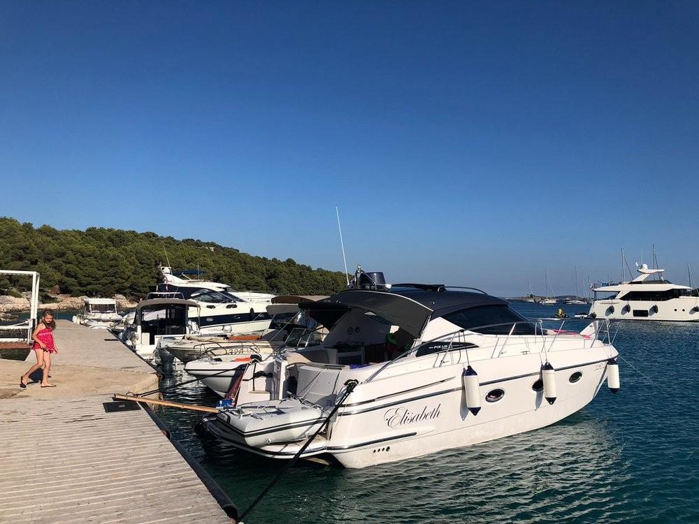 Rent a Focus Motor Yachts Focus Power 33 Hard Top Grad Zadar