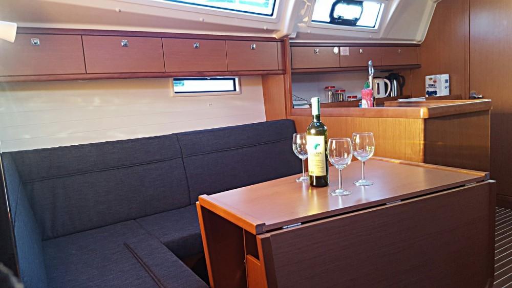 Boat rental Bavaria Cruiser 37 in Primorsko-Goranska Županija on Samboat
