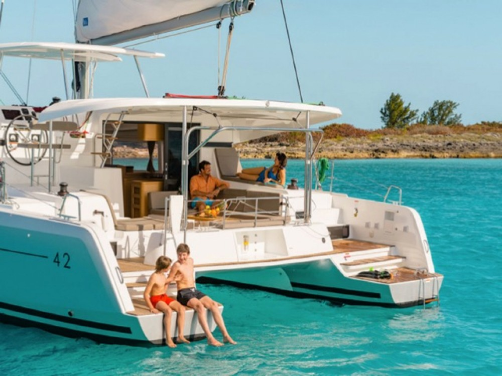 Hire Catamaran with or without skipper Lagoon Peloponneso