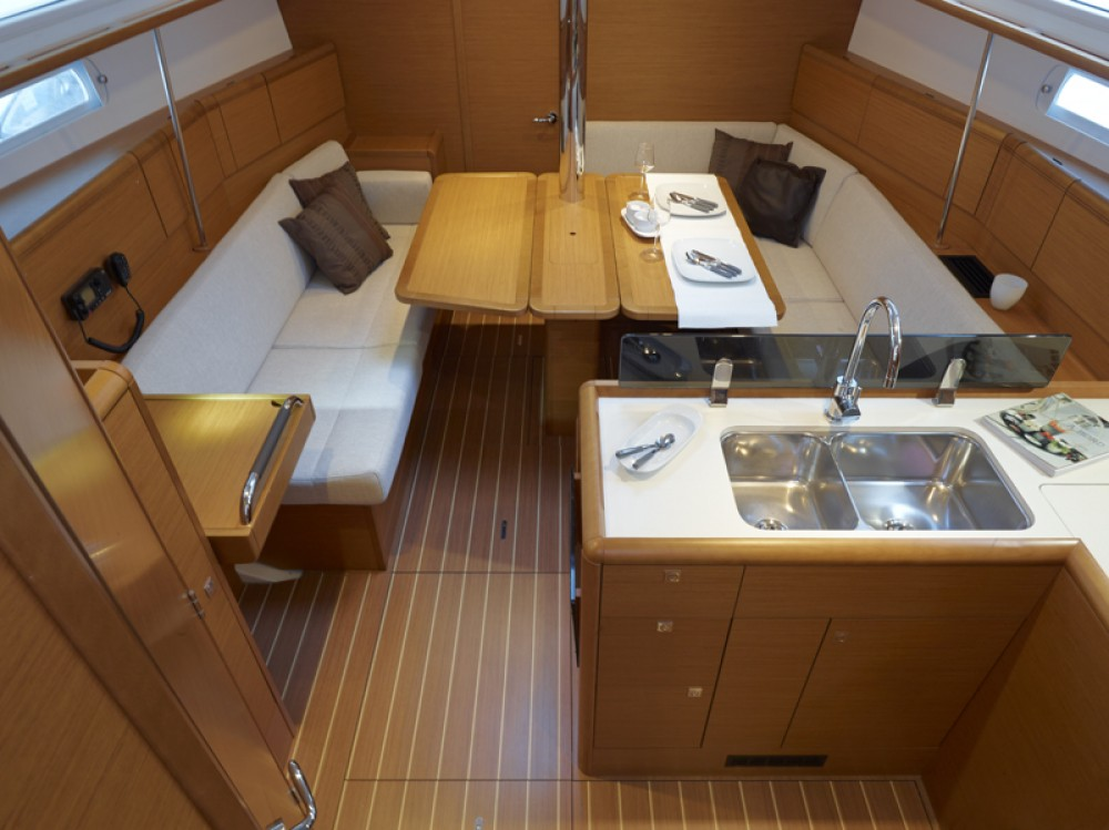 Jeanneau Sun Odyssey 379 between personal and professional