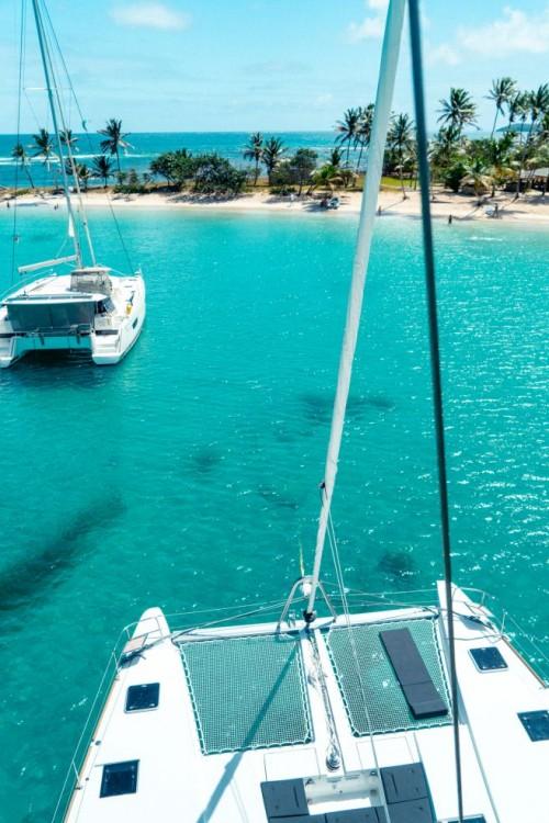 Boat rental Nassau cheap Lagoon 52