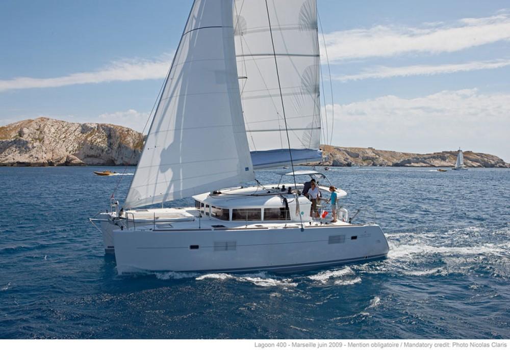 Rental Catamaran in Jolly Harbour - Lagoon Lagoon 400 S2