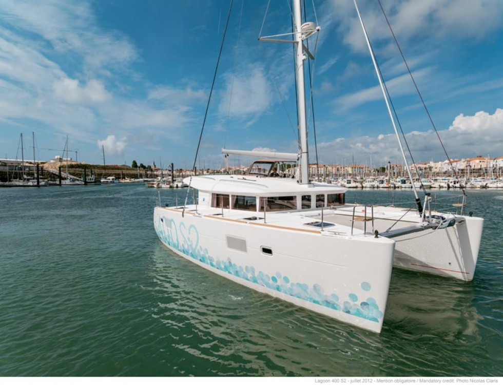 Boat rental Jolly Harbour cheap Lagoon 400 S2
