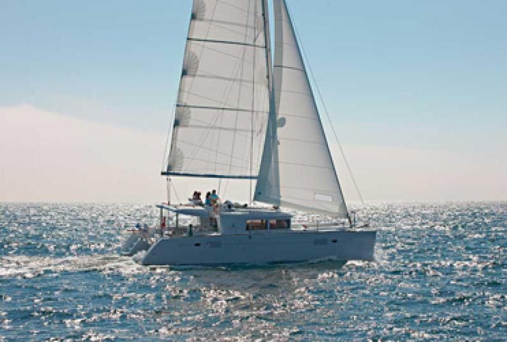 Hire Catamaran with or without skipper Lagoon Placencia