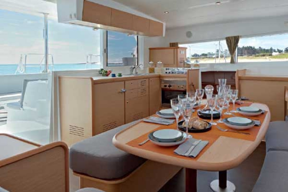 Catamaran for rent Stann Creek at the best price