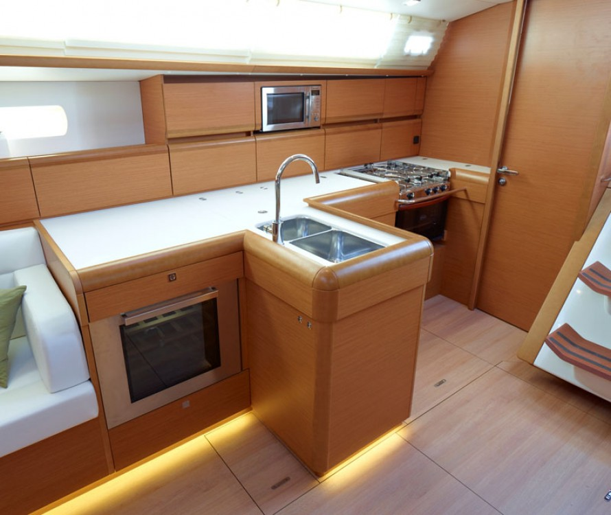 Jeanneau Sun Odyssey 519 between personal and professional Road Town