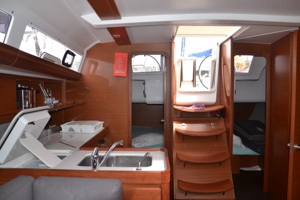 Boat rental Pointe-à-Pitre cheap Dufour 412