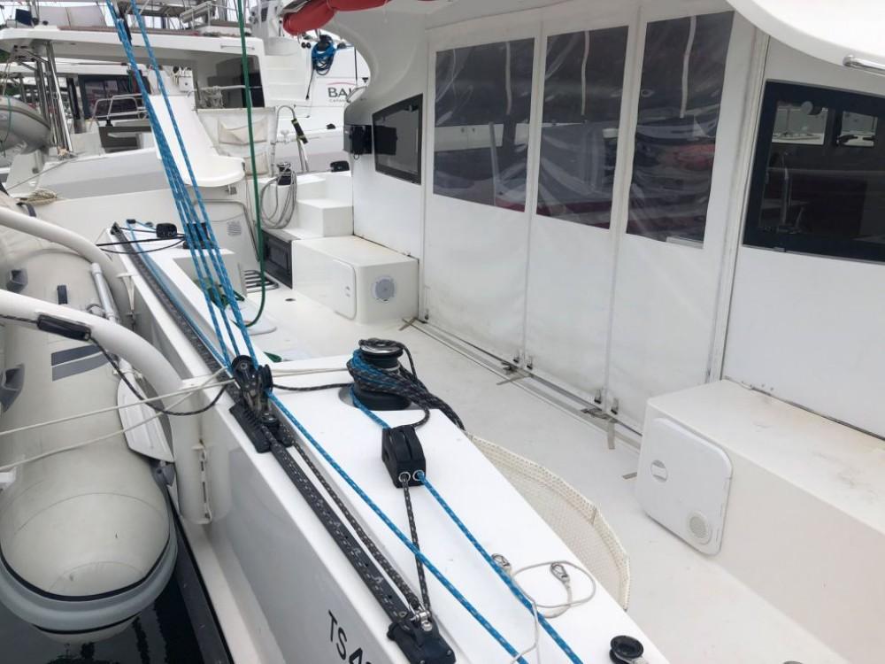 Rental Catamaran Marsaudon Composites with a permit