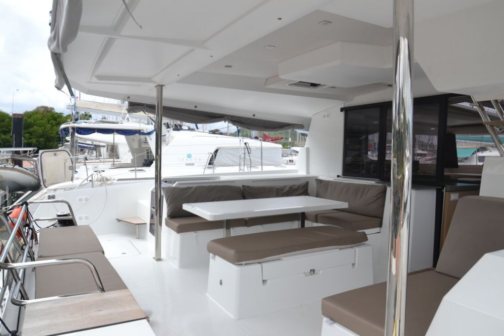 Hire Catamaran with or without skipper Fountaine Pajot Martinique