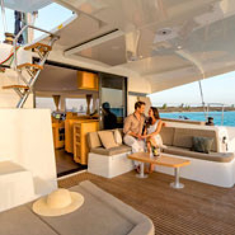 Rental Catamaran in Saint Martin (France) - Lagoon Lagoon 42