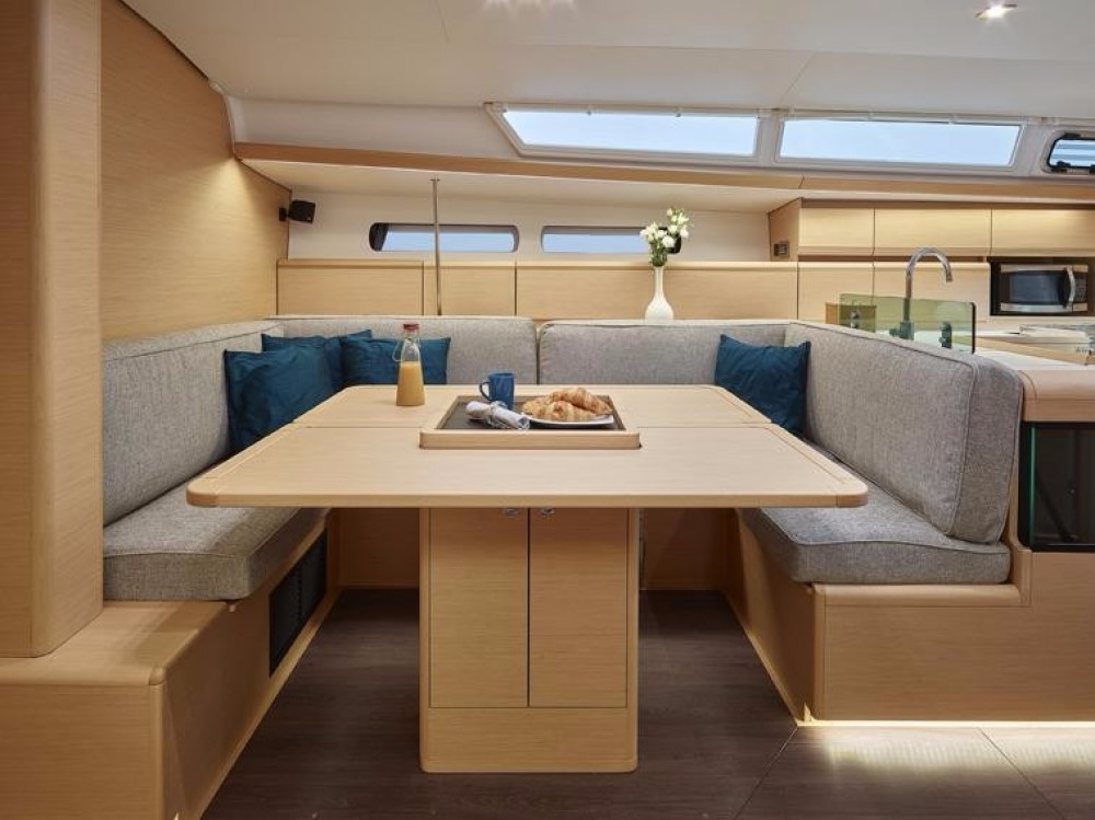 Jeanneau Sun Odyssey 449 between personal and professional La Paz