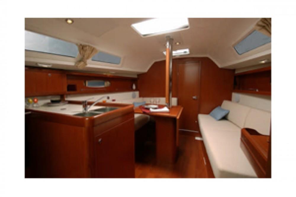 Boat rental La Trinité-sur-Mer cheap Oceanis 311