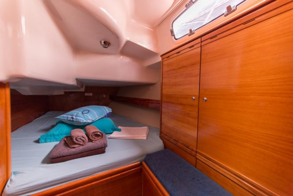 Rental Sailboat in La Trinité-sur-Mer - Bavaria Bavaria 37 Cruiser