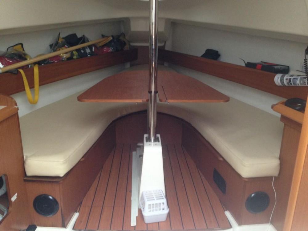 Boat rental Jeanneau Sun 2500 in La Rochelle on Samboat