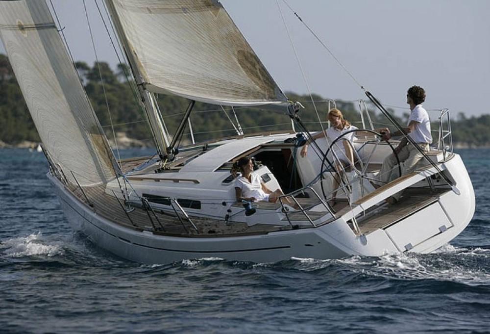 Boat rental Dufour Dufour 34 Ev in La Trinité-sur-Mer on Samboat