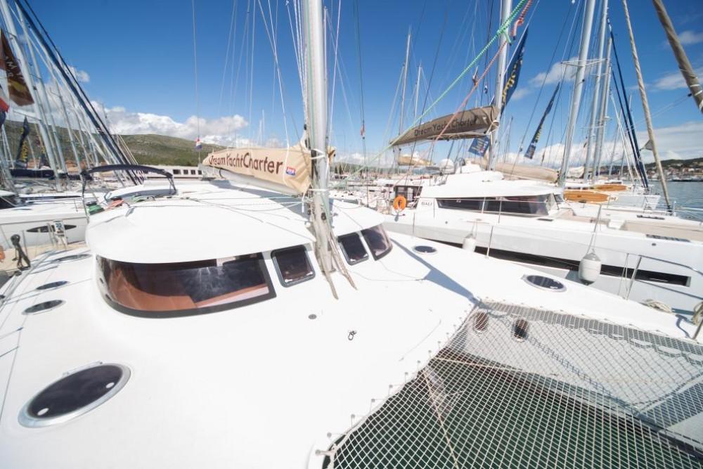 Rental yacht La Trinité-sur-Mer - Fountaine Pajot Lipari 41 on SamBoat