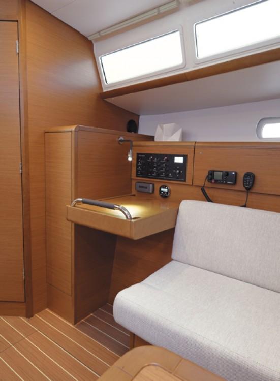 Boat rental Jeanneau Sun Odyssey 379 in Diana on Samboat