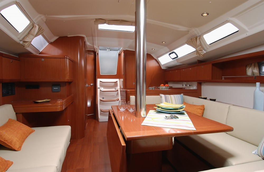 Bénéteau Oceanis 37 between personal and professional Eastleigh