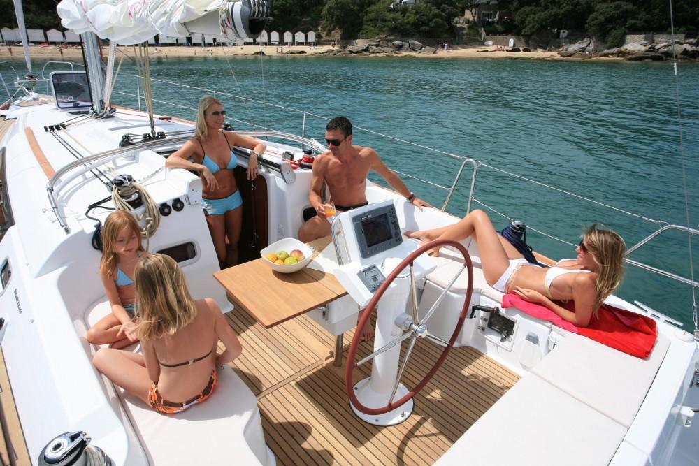 Rental Sailboat in Port Hamble - Bénéteau Oceanis 37