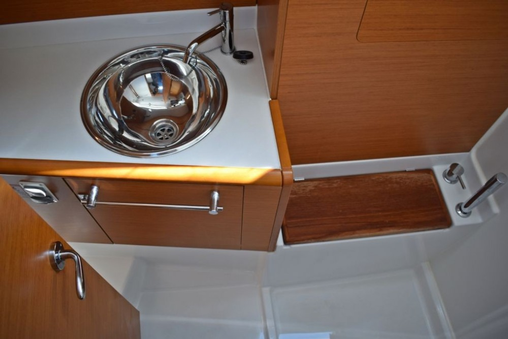Jeanneau Sun Odyssey 419 between personal and professional Baie Sainte Anne