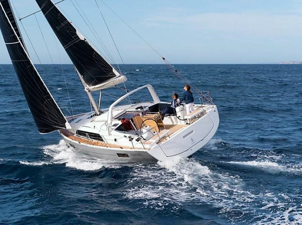 Bénéteau Oceanis 411 between personal and professional Skiathos