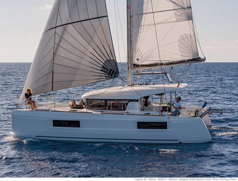 Boat rental Naples cheap Lagoon 40