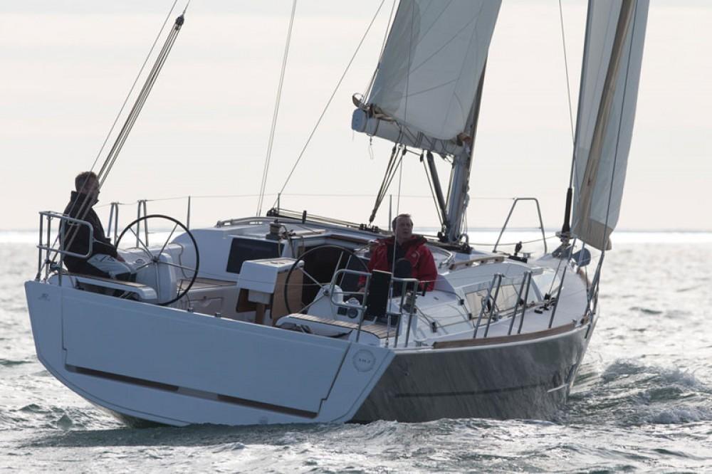 Boat rental Naples cheap Dufour 382 Grand Large