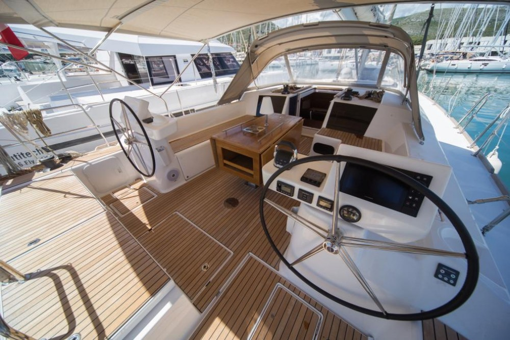 Boat rental Dufour Dufour 520 GL in Palma on Samboat