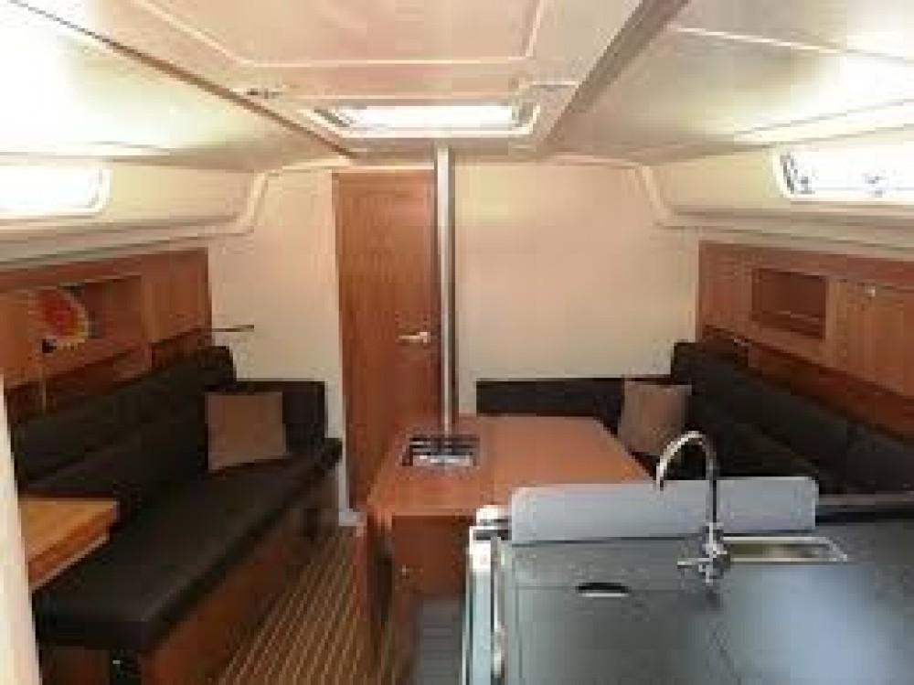 Boat rental Hanse Hanse 385 in Palma on Samboat