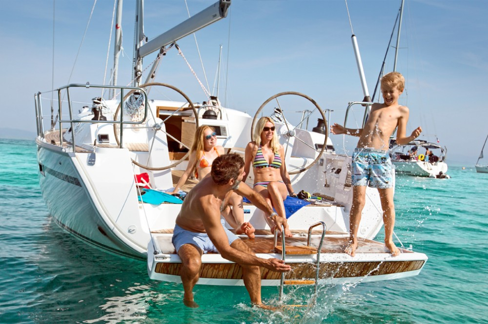 Sailboat for rent Roses at the best price
