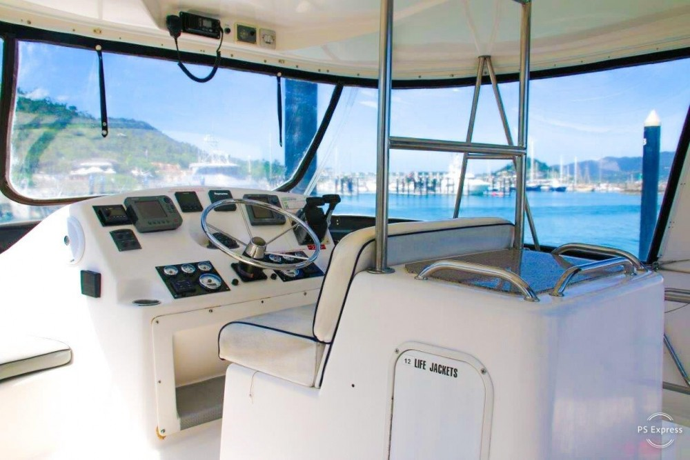 Hire Catamaran with or without skipper Boston Whaler Airlie Beach