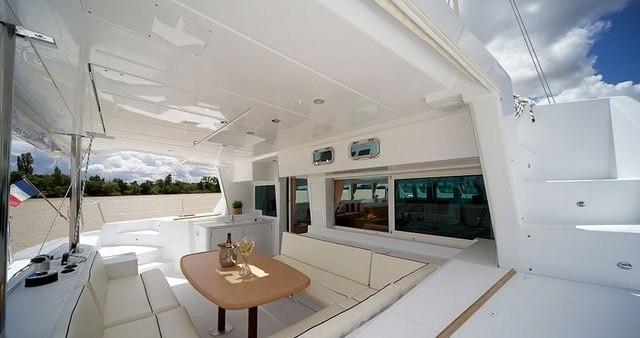 Boat rental Airlie Beach cheap Lagoon 500