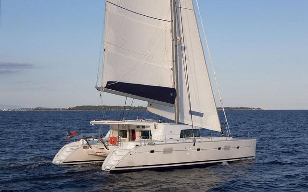 Rental Catamaran in Airlie Beach - Lagoon Lagoon 500