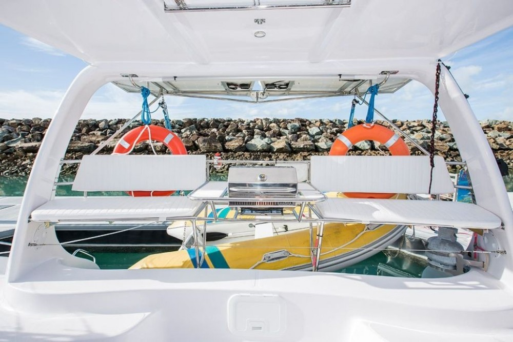 Boat rental Seawind Seawind 1160 in Airlie Beach on Samboat