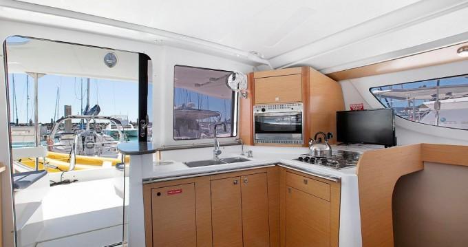 Rental Catamaran in Airlie Beach - Fountaine Pajot Lipari 41
