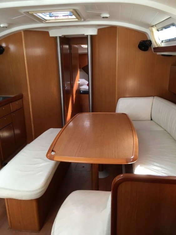 Boat rental Airlie Beach cheap Cyclades 434