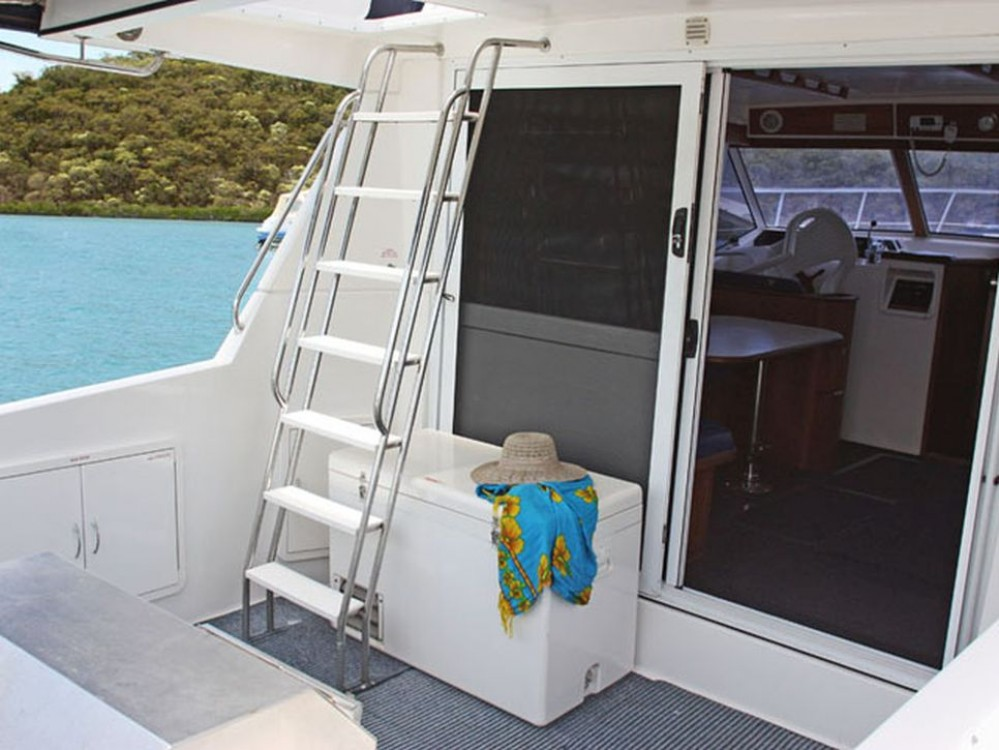 Motor boat for rent Airlie Beach at the best price