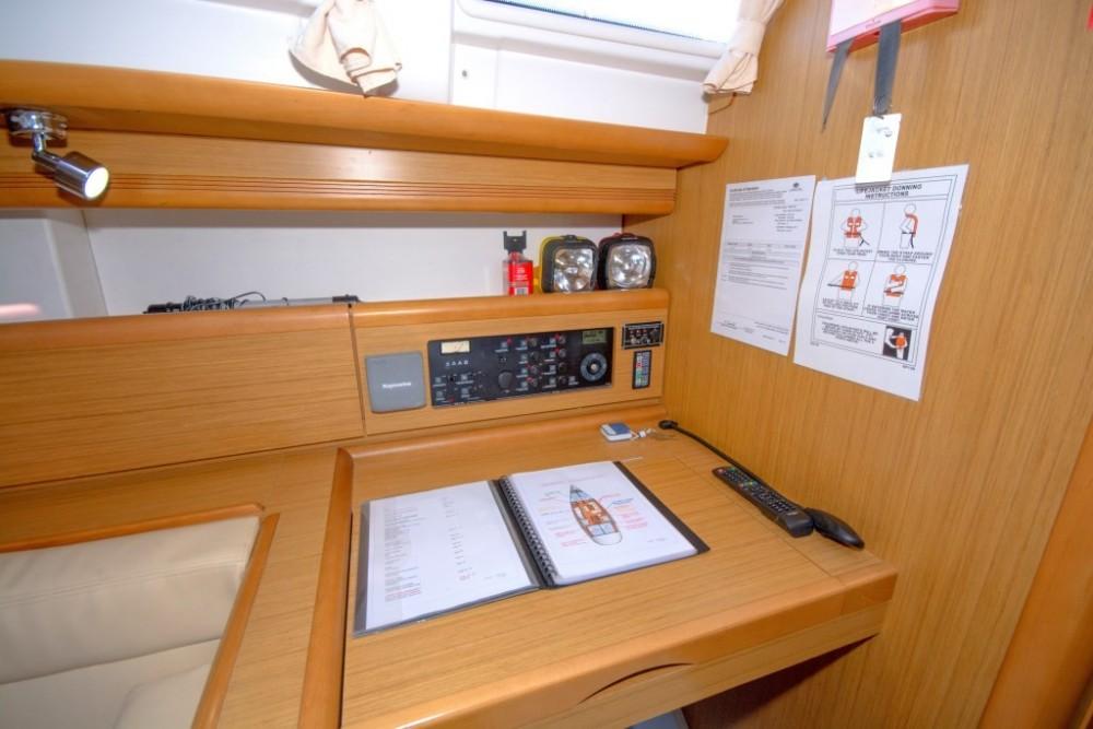Boat rental Airlie Beach cheap Jeanneau 44i