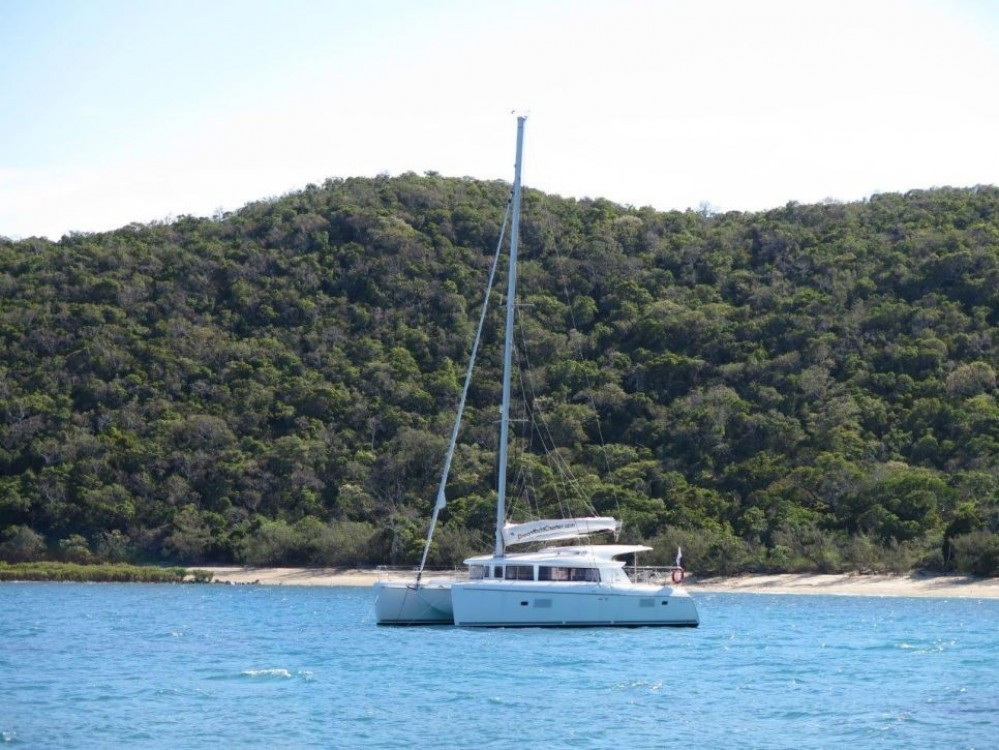 Boat rental Airlie Beach cheap Lagoon 421
