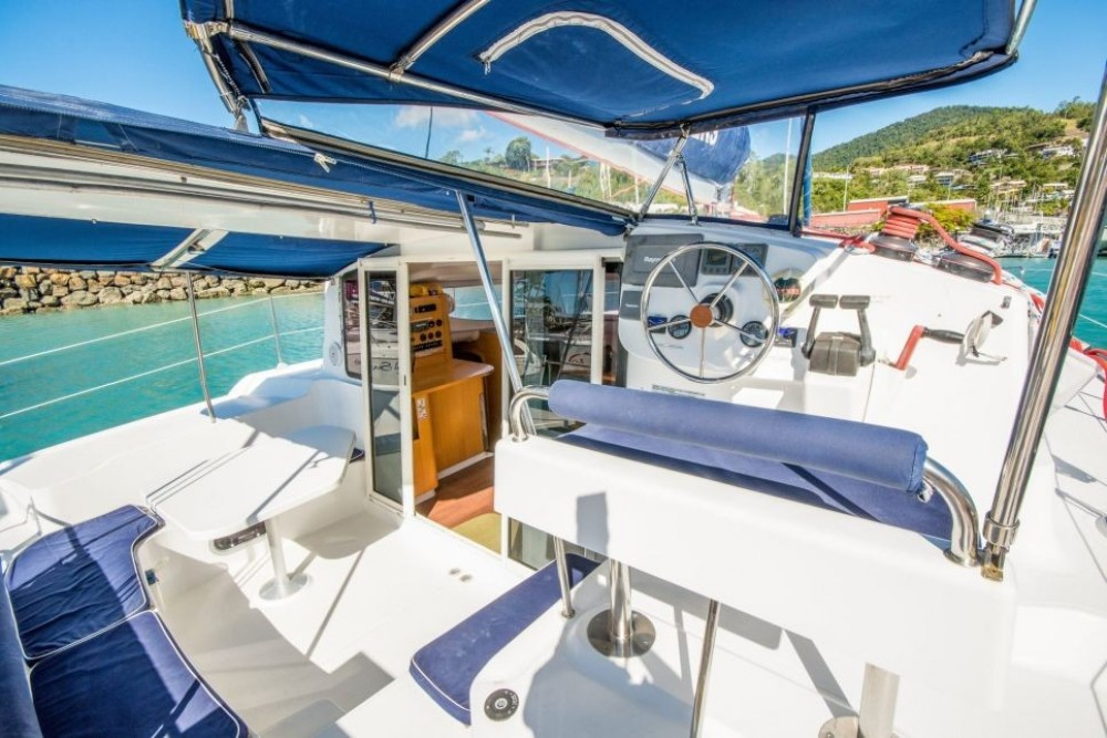 Rental Catamaran in Airlie Beach - Fountaine Pajot Mahe 36 Evolution
